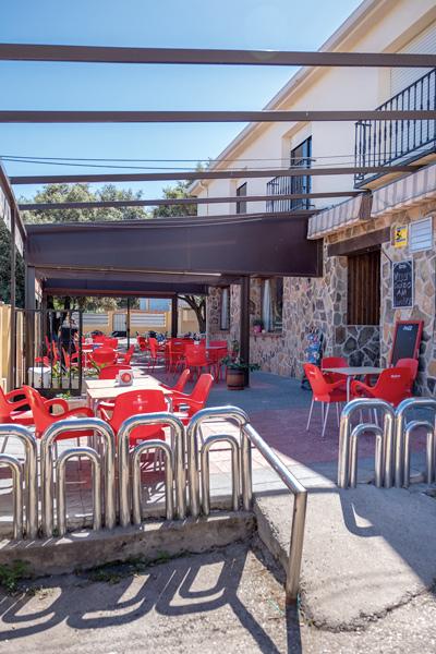 2terraza-exterior-restaurante-las-encinas-revista-love-talavera