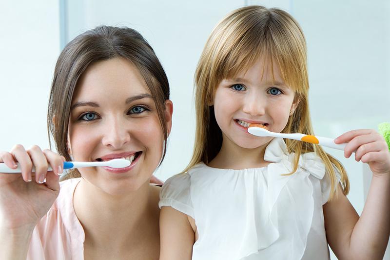 cepillado-de-dientes-salud-bucodental-revista-love-talavera