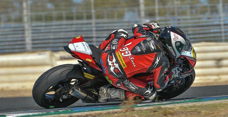 dani-saez-pilotando-superbike-moto-revista-love-talavera