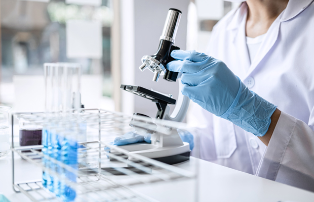 la-aecc-debate-con-investigadores-como-afecta-coronaviurs-investigacion-cancer-revista-love-talavera