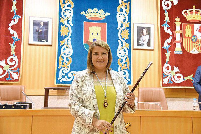 talavera-es-mejor-alcaldesa-revista-love-talavera