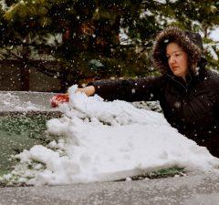 truco-para-quitar-el-hielo-de-los-cristales-del-coche-revista-love-talavera