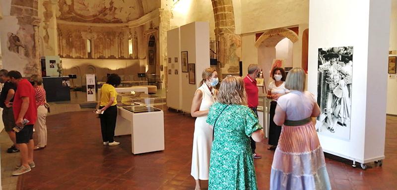 un-millar-de-personas-visitan-la-exposicion-joselito-y-el-gallo-centenario-revista-love-talavera