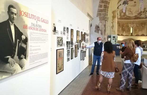 un-millar-de-personas-visitan-la-exposicion-joselito-y-el-gallo-revista-love-talavera
