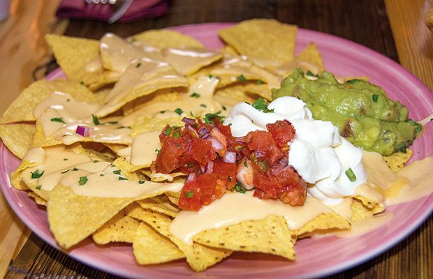 yukatan-mexican-mediterranean-food-nachos-revista-love-talavera